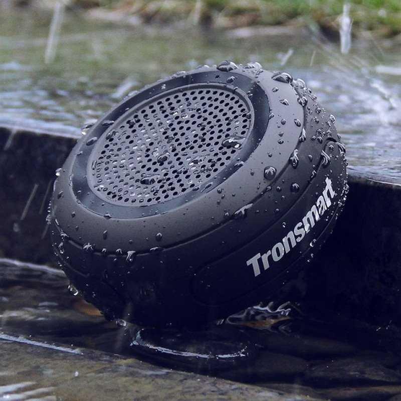مقاوم للماء بدقة تصنيع IP67 يعني أنه يمكن غمرها في الماء تحت متر واحد بالكامل لمدة 30 دقيقة.