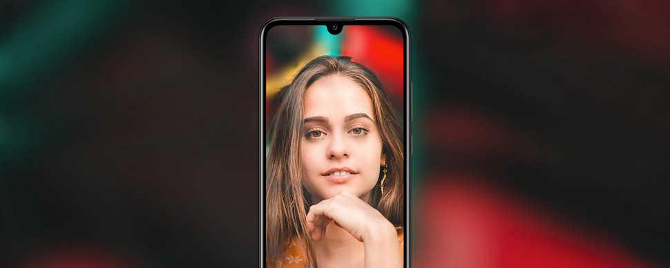 كاميرا أمامية بدقة 8 ميجابكسل فيHUAWEI Y6 Prime 2019 مقترنة بتقنية الفلاش المجمل Selfie Toning Flash 2.0 المتقدمة، وهي مصباح فلاش أمامي متناغم يساعده ضوء الشاشة، ويتيح لك التقاط صورة بورتريه حقيقية وطبيعية ودقيقة حتى في ظروف الإضاءة الخافتة.